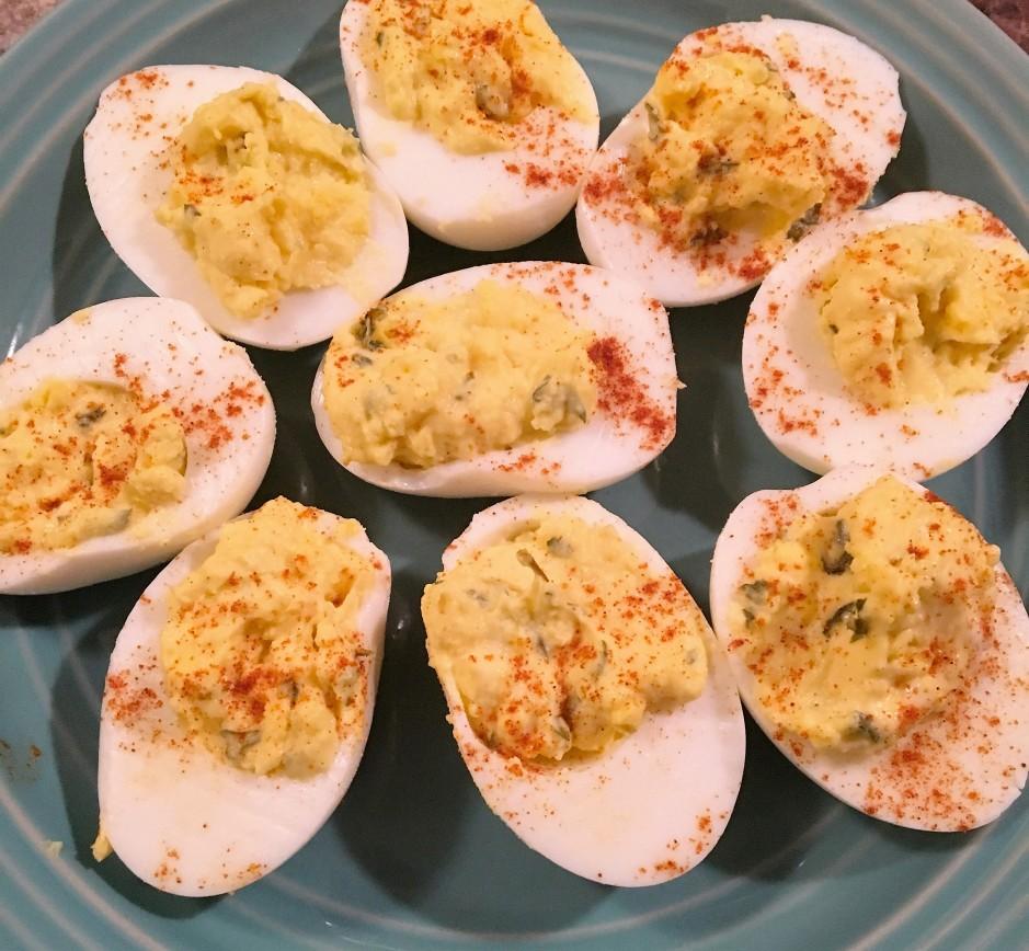 Deviled Eggs, Deviled egg recipe, egg recipe, hard boiled eggs, hardboiled eggs, hard boiled egg recipe, egg recipe, easter recipe, thanksgiving recipe, easy deviled eggs, paprika, classic deviled eggs, deviled eggs with a twist